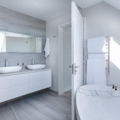 Jak wybrać wyposażenie łazienek? Meble, ceramika łazienkowa, co jeszcze?