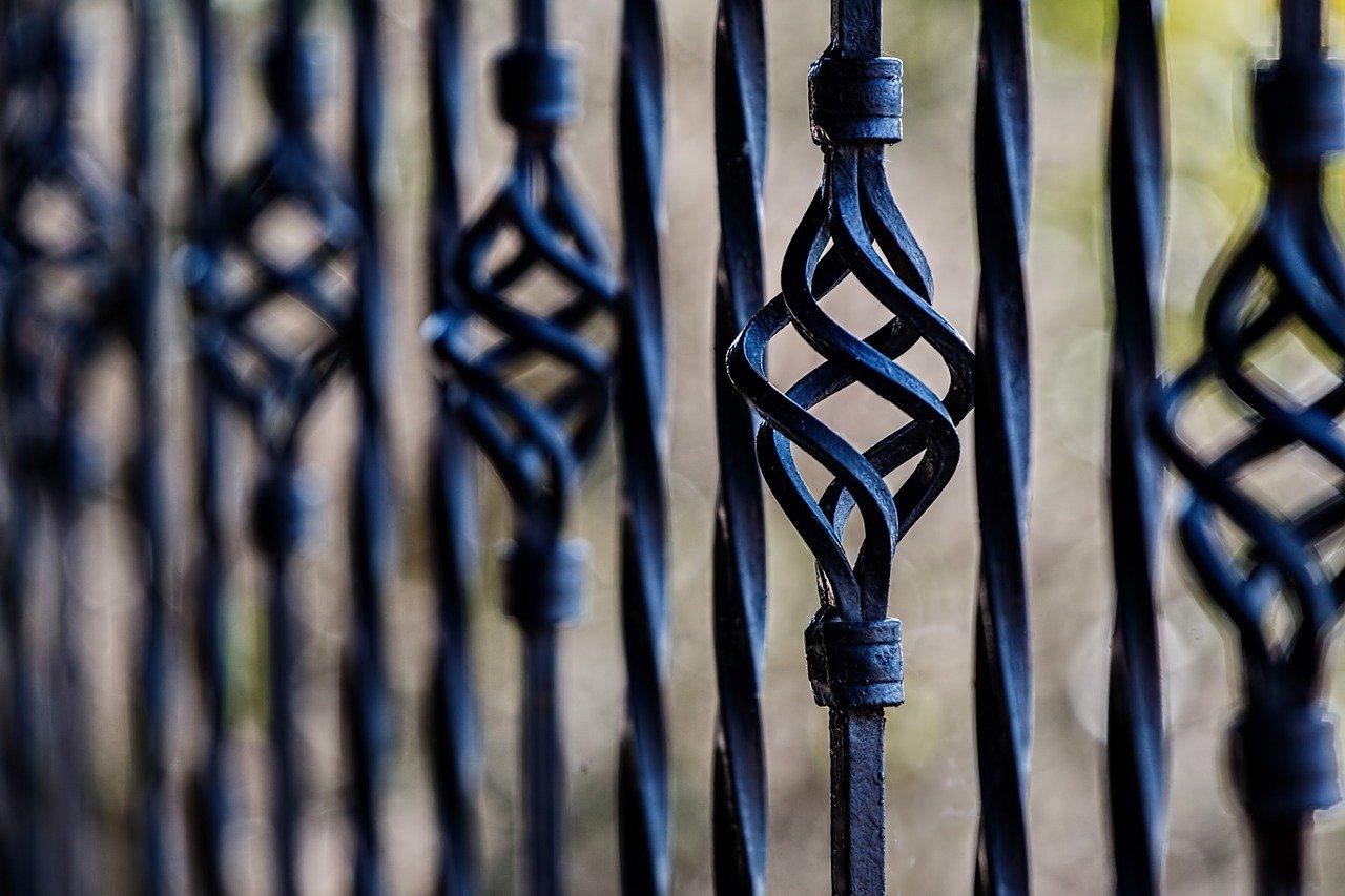 Jak przygotować do malowania ogrodzenie z kutego żelaza?