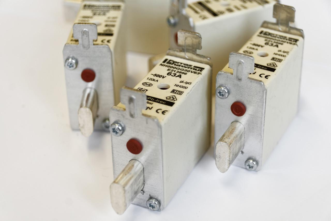 Jakie akcesoria elektryczne warto mieć w domu?